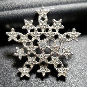 Swarovski snowflake brooch,  so sweet NWOT